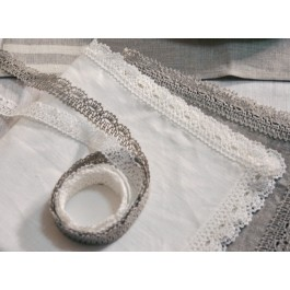 """""""Agne"""" Table runner with laces around"""