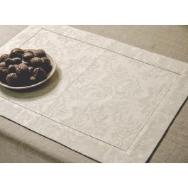 Placemat with 4,5cm border and machine hemstitch